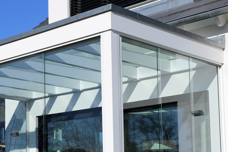 Polycarbonate vs Glass Roof: The Essential Difference