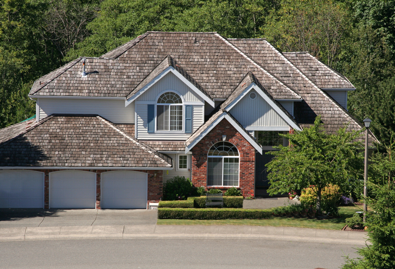 Cedar Shake Roof Maintenance: 7 Savvy Suggestions
