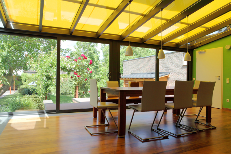 How to Keep a Sunroom Cool in Summer: 5 Top Tips