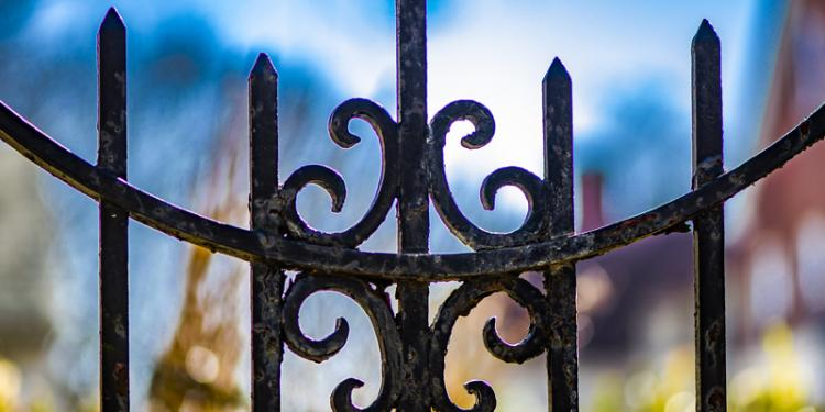 7 Fabulous Fences That Last Practically Forever!