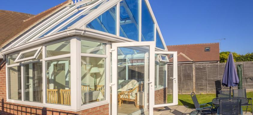 What Are The Benefits Of Polycarbonate Roofs Compared With Glass?
