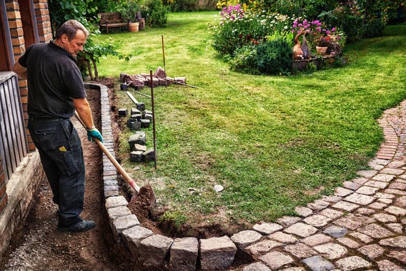 Cheap gravel driveway edging ideas to make an impact for Unusual garden edging ideas